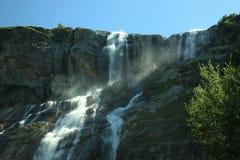 Bella ampia cascata della montagna Fotografia Stock Libera da Diritti