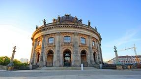 Bella architettura di vecchia città a Berlino all'alba fotografia stock libera da diritti