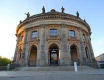Bella architettura di vecchia città a Berlino all'alba fotografie stock