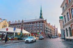 Bella architettura di vecchia Riga al crepuscolo Immagini Stock