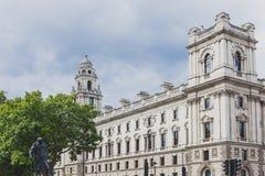 Bella architettura in Mayfair, nel centro urbano di Londra Immagine Stock