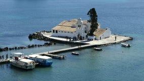 Bella area della collina di Kanoni nell'isola di Corfù con l'isola di Pontikonissi ed il monastero di Vlacherna Isola del topo stock footage