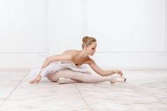 Bella ballerina della giovane donna Fotografie Stock Libere da Diritti