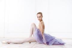 Bella ballerina della giovane donna Fotografie Stock