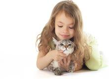Bella bambina con il gatto. immagine stock libera da diritti