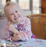 Bella bambina con un grande sorriso felice Immagine Stock Libera da Diritti
