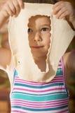 Bella bambina divertendosi cottura Fotografia Stock Libera da Diritti