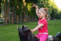 Bella bambina nel parco Fotografia Stock Libera da Diritti