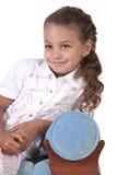 Bella bambina sveglia che posa su un fondo isolato fotografie stock libere da diritti