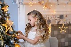 Bella bambina in un vestito stupefacente Fotografie Stock