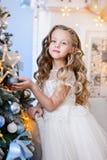 Bella bambina in un vestito stupefacente Immagini Stock Libere da Diritti