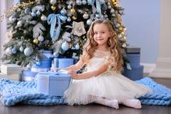 Bella bambina in un vestito stupefacente Fotografia Stock