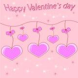 Bella carta con i cuori sulle corde quale caduta con gli archi fondo di colore rosa con un'iscrizione Fotografia Stock