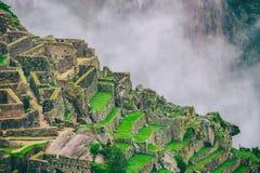 Bella carta da parati di Machu Picchu e nuvole sulle Ande Nessuna gente Fotografia Stock Libera da Diritti