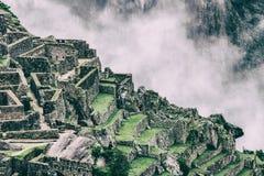 Bella carta da parati di Machu Picchu e nuvole sulle Ande Nessuna gente Immagine Stock