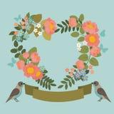 Bella cartolina d'auguri con la corona floreale con gli uccelli ed il nastro Immagine Stock Libera da Diritti