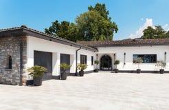 Bella casa bianca, all'aperto Fotografia Stock Libera da Diritti