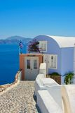 Bella casa con le finestre bianche su Santorini Fotografie Stock Libere da Diritti