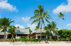 Bella casa con le palme Fotografia Stock