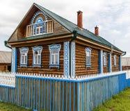 Bella casa di legno rurale Immagine Stock Libera da Diritti