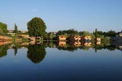 Bella casa galleggiante a Dal Lake a Srinagar, India Immagini Stock Libere da Diritti