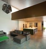 bella casa moderna in cemento, interni fotografia stock libera da diritti
