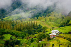 Bella casa nella valle Fotografie Stock