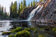Bella cascata con le pietre su priorità alta Fotografia Stock Libera da Diritti