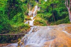 Bella cascata dall'alta montagna in natura b del parco nazionale Fotografia Stock