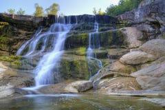 Bella cascata della montagna Immagini Stock
