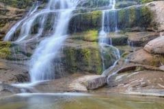 Bella cascata della montagna Fotografia Stock Libera da Diritti