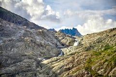 Bella cascata della montagna, alpi svizzere Fotografia Stock Libera da Diritti