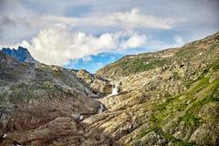 Bella cascata della montagna, alpi svizzere Fotografie Stock Libere da Diritti