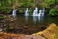 Bella cascata della sorgente nei falò di Brecon Fotografia Stock Libera da Diritti
