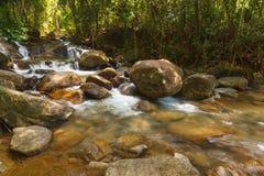 Bella cascata di Krathing in parco nazionale, Tailandia Fotografie Stock Libere da Diritti