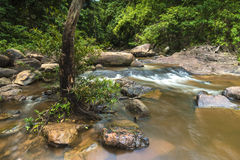 Bella cascata di Taphan Hin nella vista della pioggia Immagini Stock