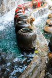 Bella cascata e grande barattolo dell'acqua Fotografia Stock Libera da Diritti