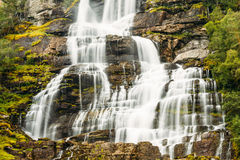 Bella cascata famosa di Tvindefossen in Norvegia Immagine Stock Libera da Diritti