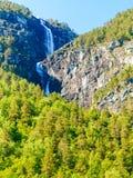 Bella cascata nei fiordi della Norvegia Fotografia Stock Libera da Diritti