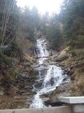 Bella cascata nella montagna Fotografia Stock