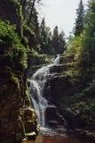 Bella cascata nelle montagne sul sud della Polonia Fotografia Stock Libera da Diritti