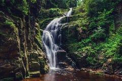 Bella cascata nelle montagne sul sud della Polonia Fotografie Stock