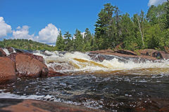 Bella cascata in Ontario nordico Fotografia Stock Libera da Diritti