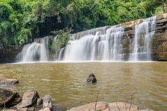 Bella cascata in parco nazionale, Tailandia Fotografia Stock