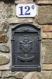 Bella cassetta della posta tradizionale, Toscana, Italia fotografie stock libere da diritti