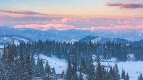 Bella catena montuosa di inverno alla luce di tramonto, paesaggio alpino, montagne carpatiche immagini stock