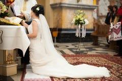 Bella cerimonia di nozze tradizionale delle coppie alla moda, Leopoli, Fotografia Stock