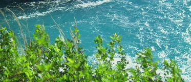 Bella chiara acqua di mare blu video d archivio