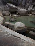 Bella chiara laguna della roccia dell'acqua Fotografie Stock