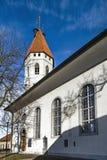 Bella chiesa bianca con l'alta torre in Thun, Svizzera Fotografia Stock